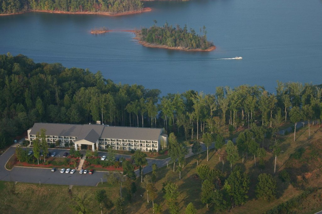 Lake Chatuge Lodge