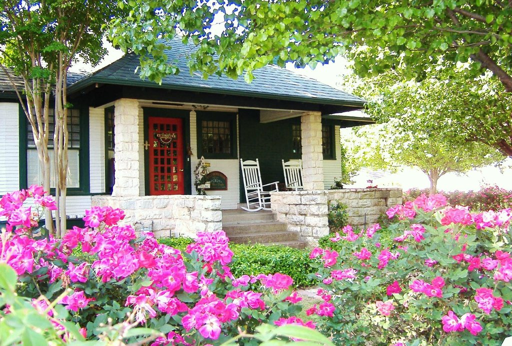 Granbury Gardens Bed And Breakfast