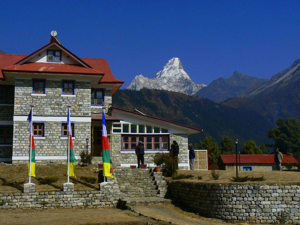 Everest Summit Lodge Tashinga