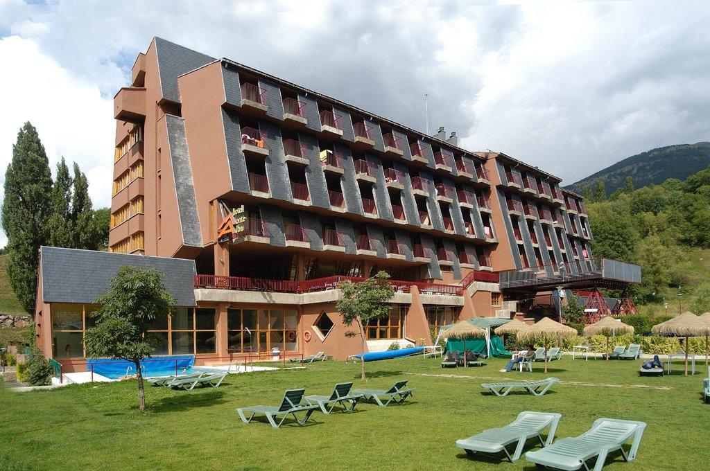 ラエヴェニア モンテ アルバ ホテル