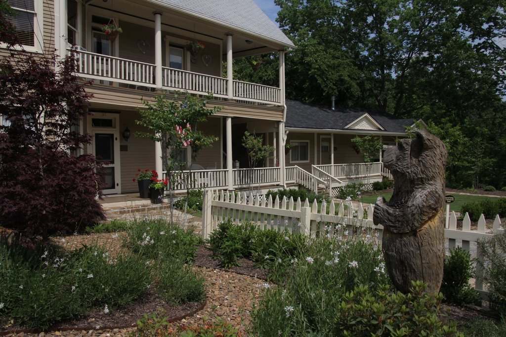 Heartstone Inn and Cottages