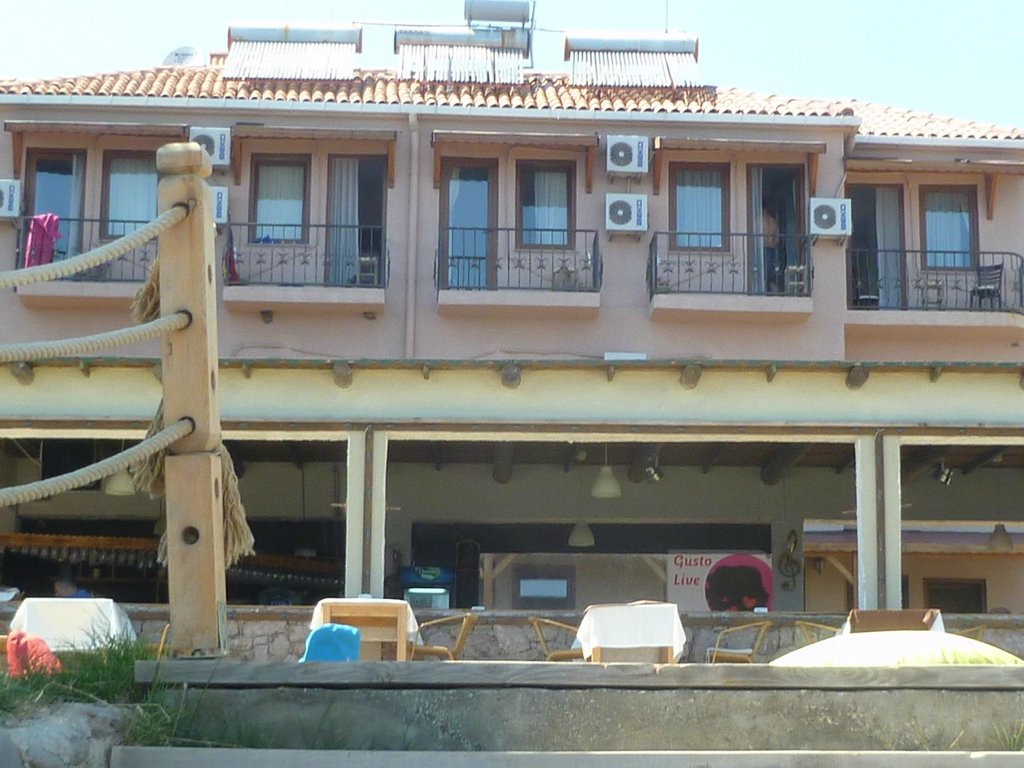 Gusto Beach Hotel