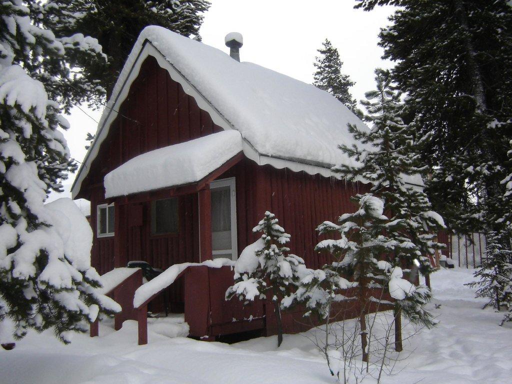Crescent Creek Cottages & RV Park