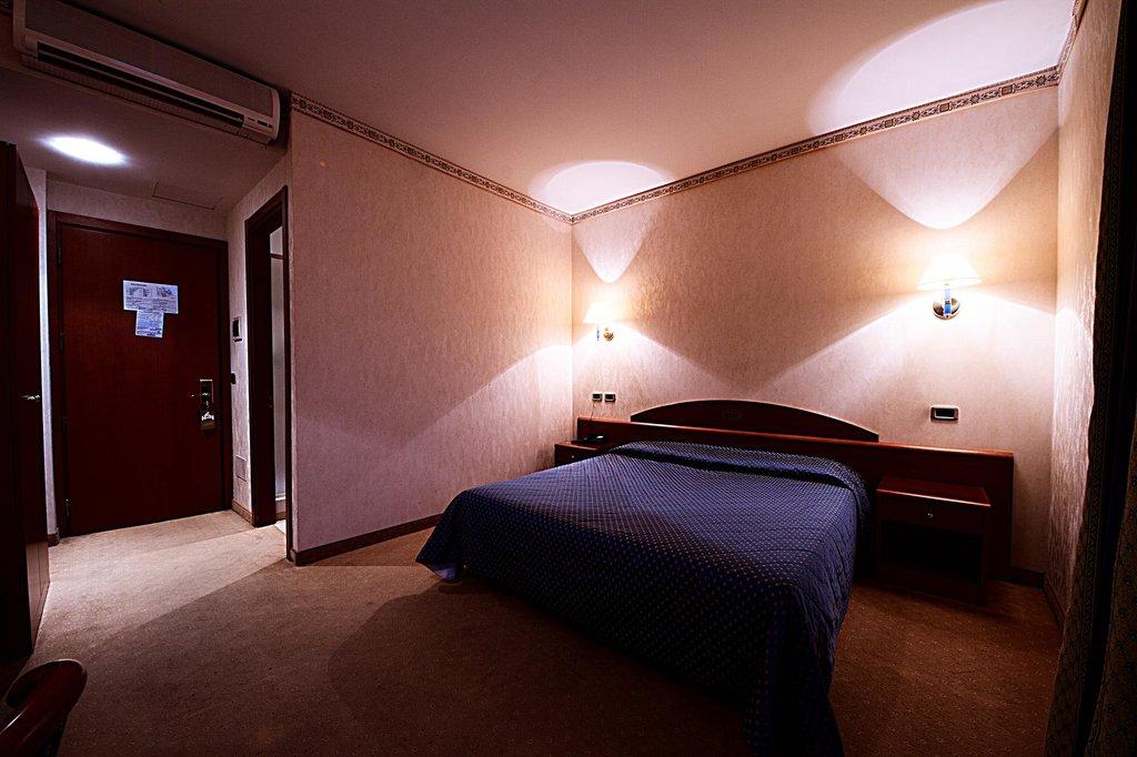 ローマ ドムス ホテル