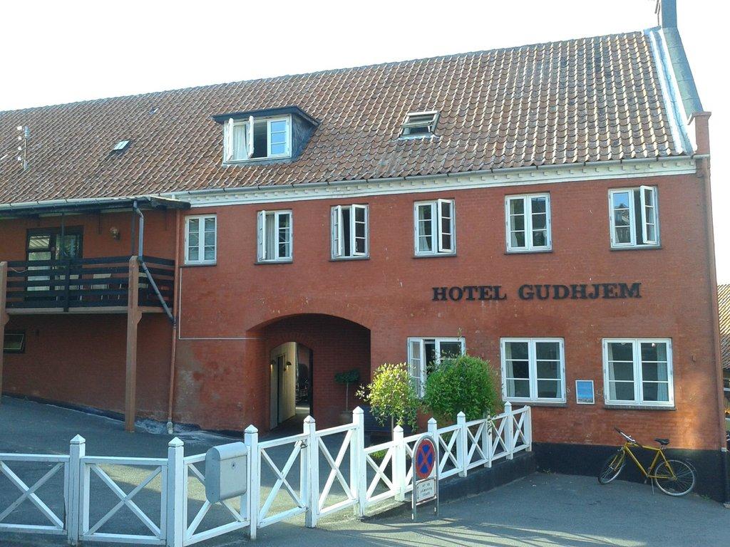 호텔 굴롐
