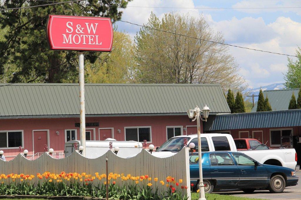S & W Hotel