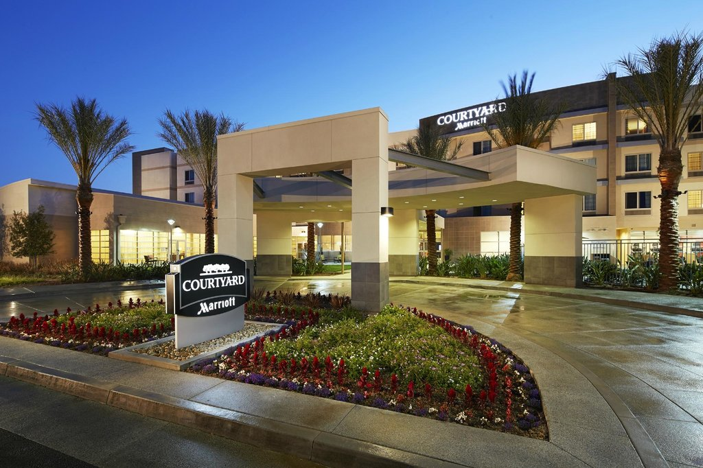 ‪Courtyard by Marriott Long Beach Airport‬