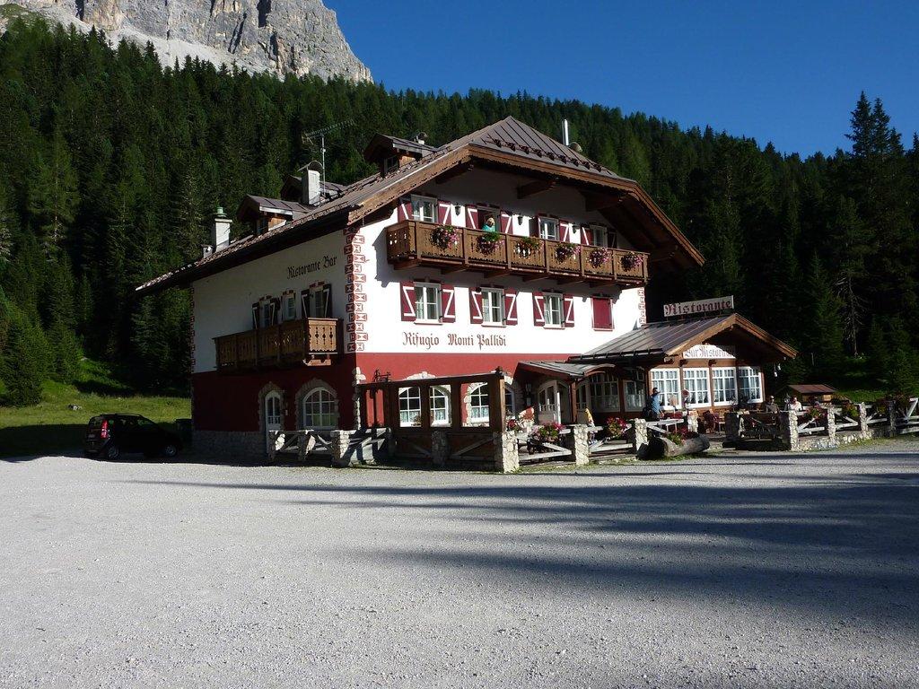 Monti Pallidi Rifugio Escursionistico