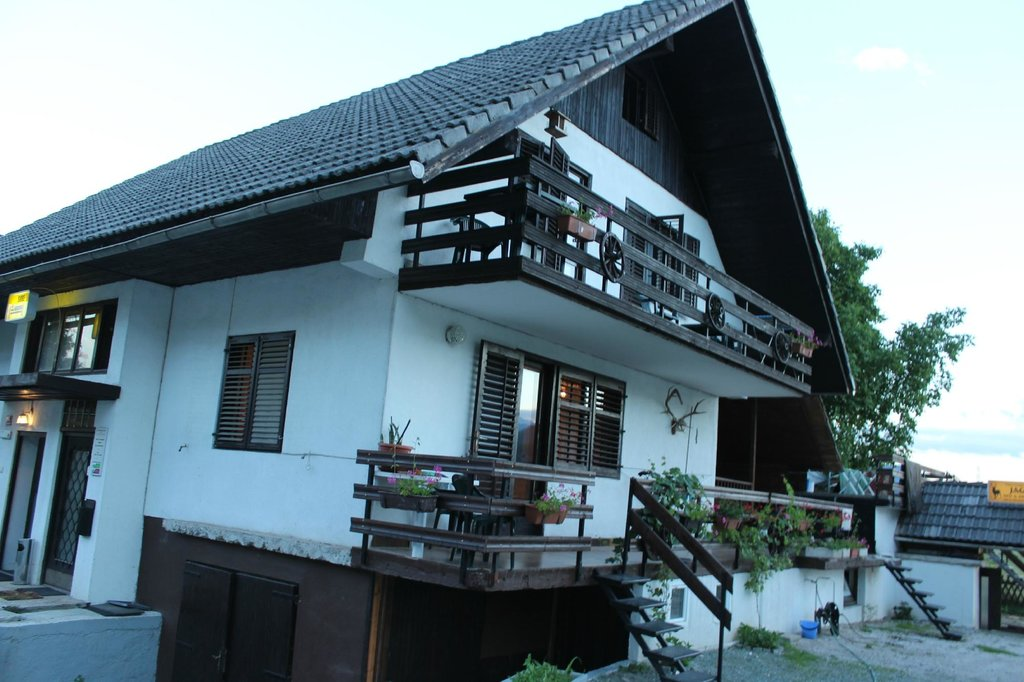 Jakelj Backpackers House