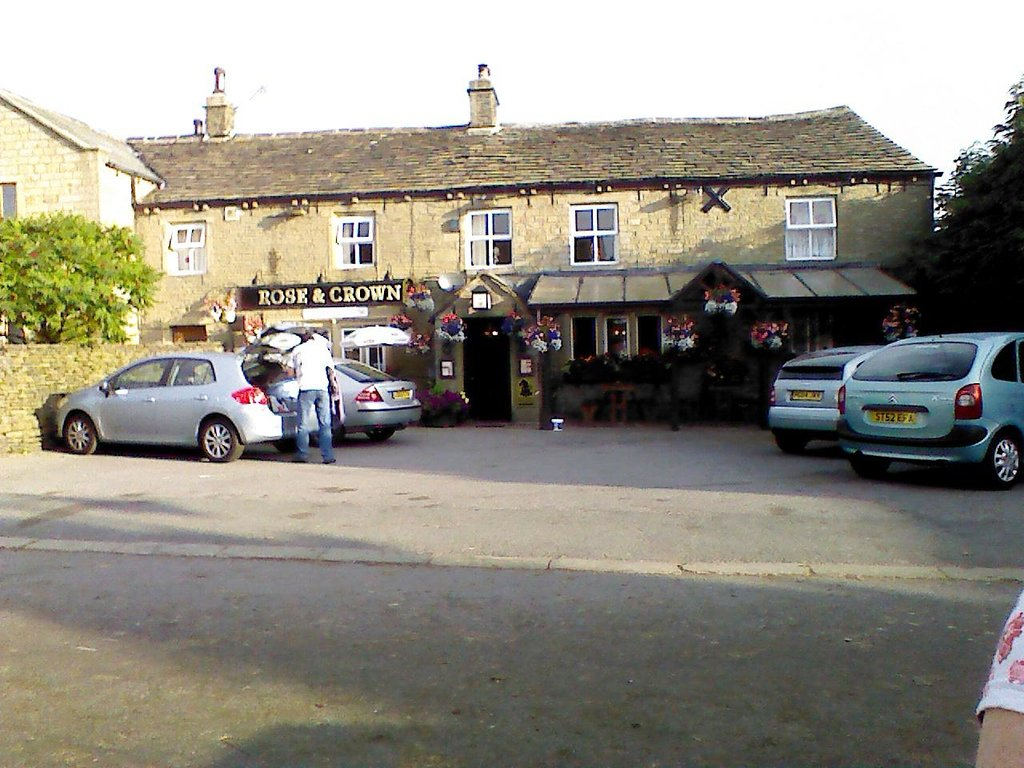 ‪The Rose and Crown‬