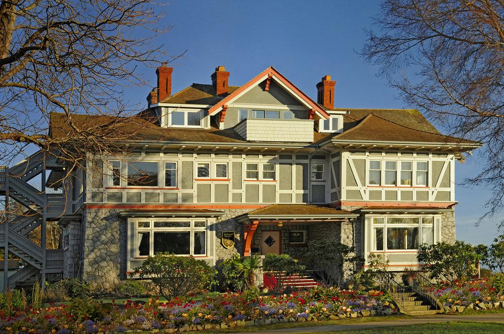 Dashwood Manor Seaside Bed and Breakfast Inn