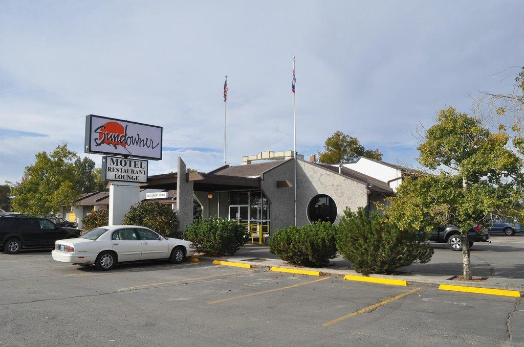 Sundowner Station Motel