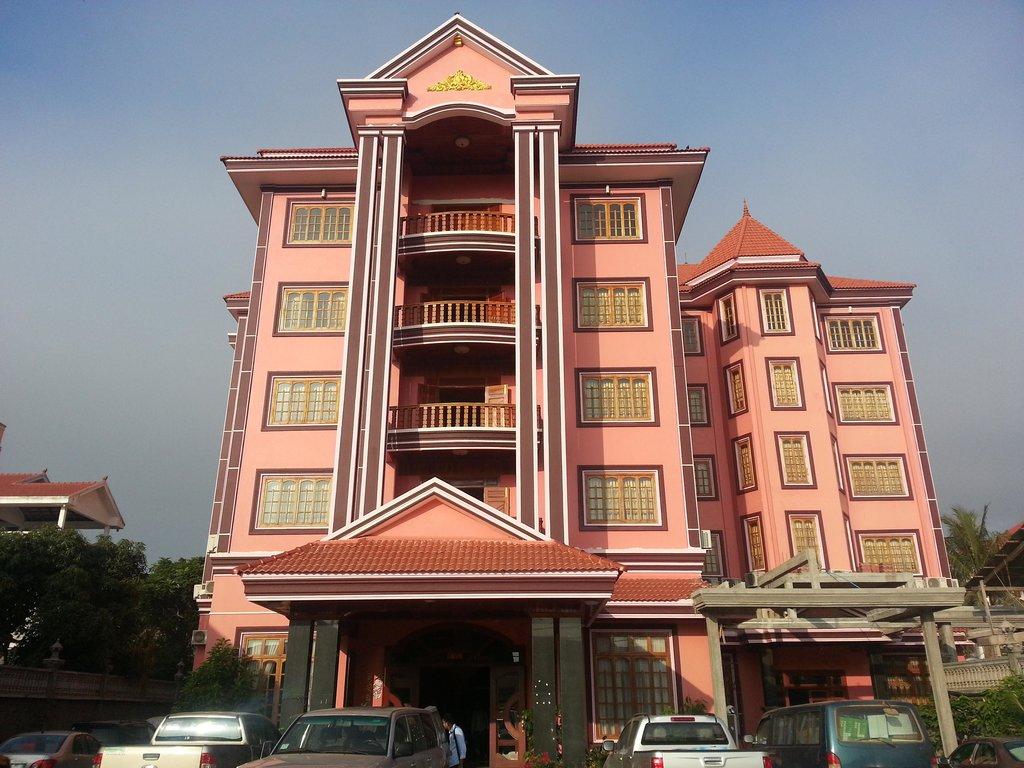 Luck Life World Hotel
