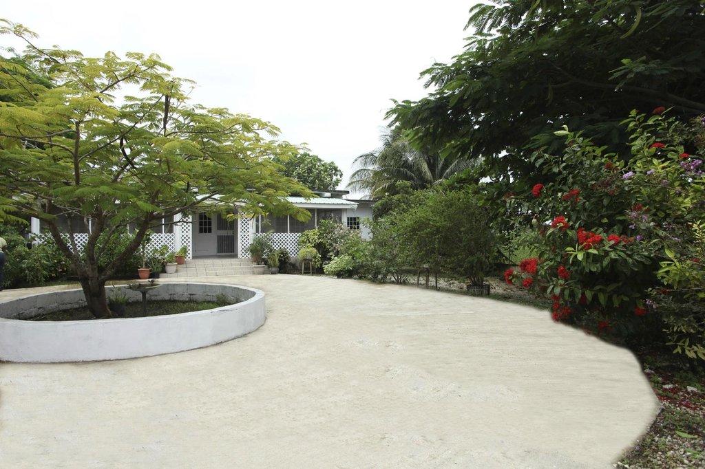 Breadfruit Gardens Guesthouse