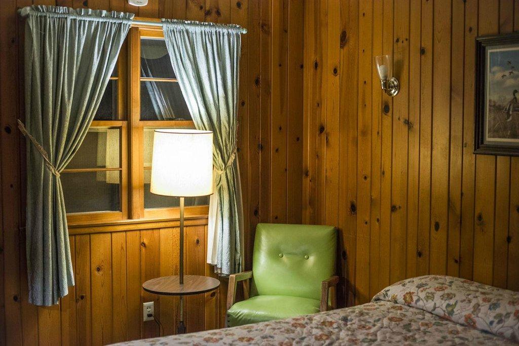 Royal Oaks Motel