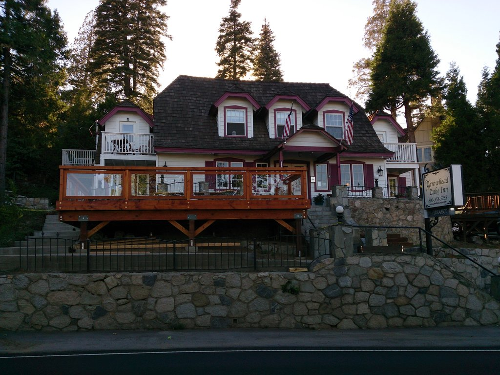 Arrowhead Lake Inn