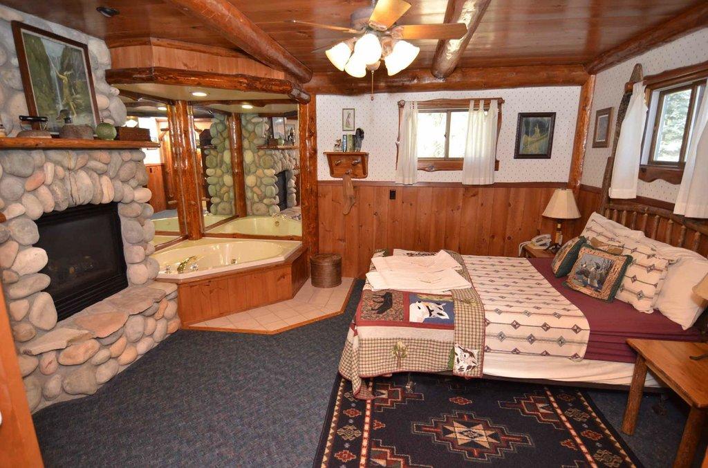 Grand Pines Resort & Motel