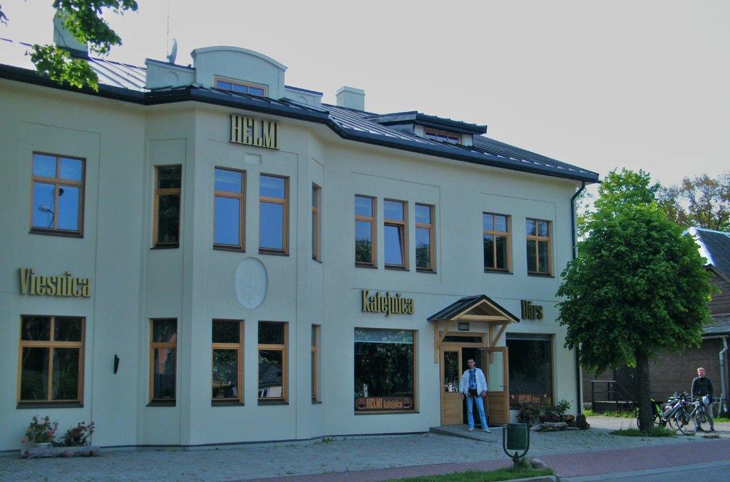 Helmi Hotel