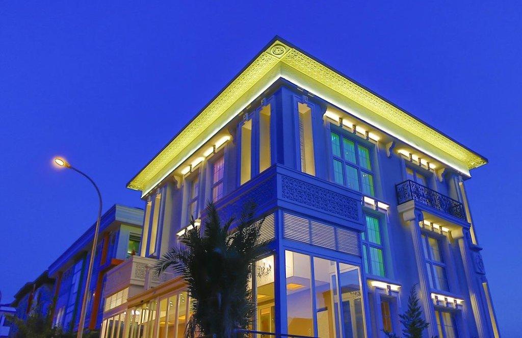 Royal Elegance Asia Hotel