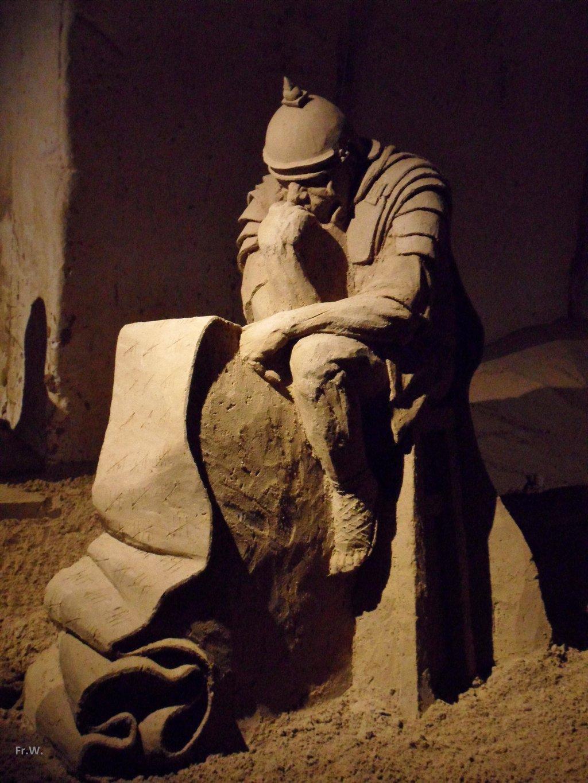 Zandsculpturen in de Wilhelminagrot in Valkenburg .