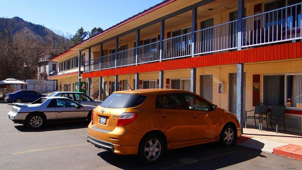 Pikes Peak Inn