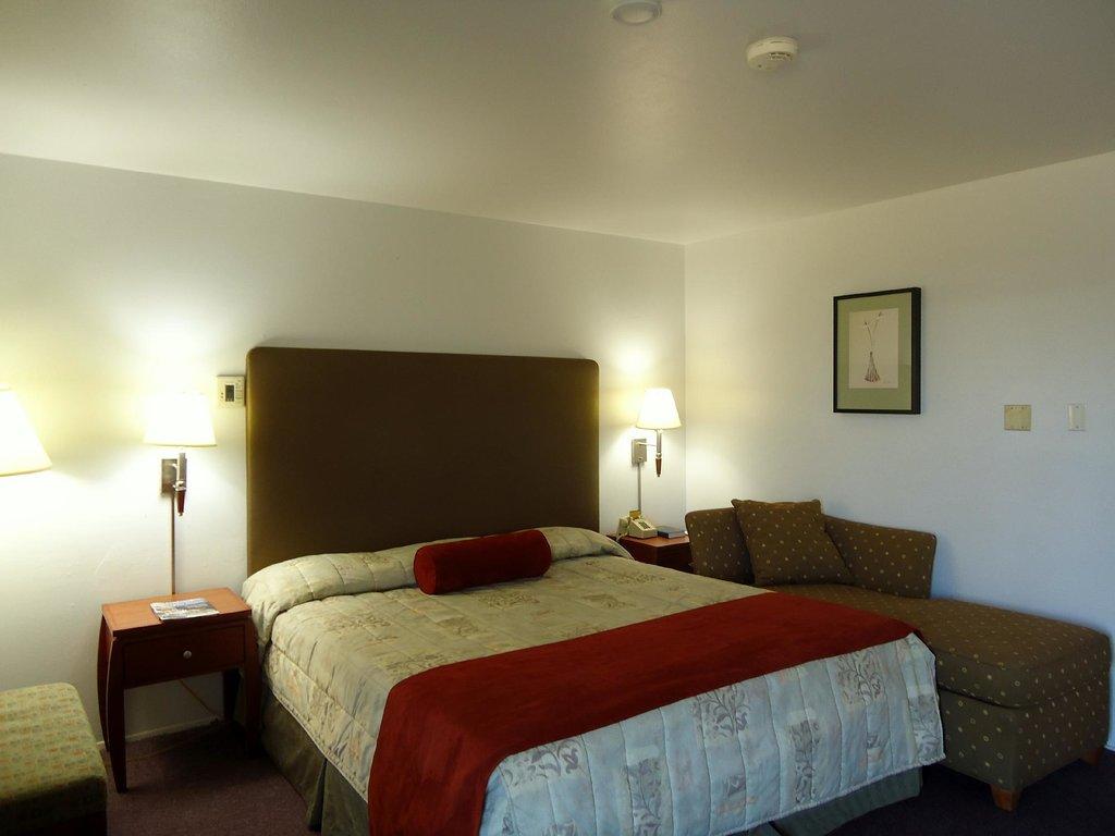 洛斯巴諾斯楓樹旅館及套房酒店
