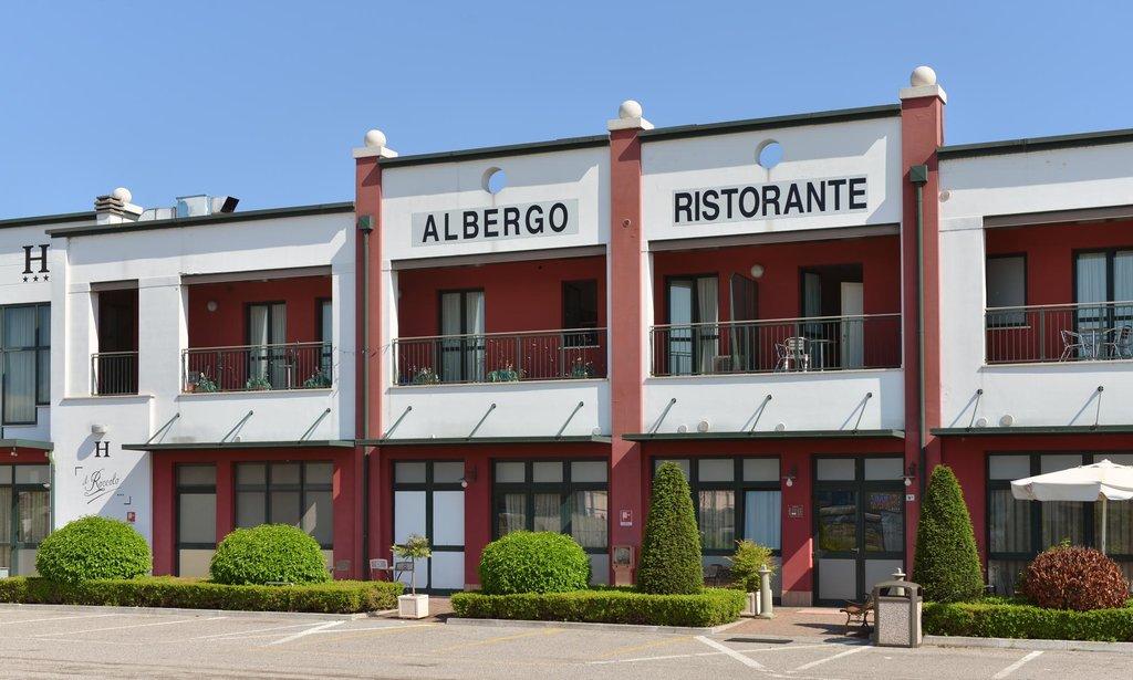 Albergo Ristorante Pizzeria Bar Il Roccolo