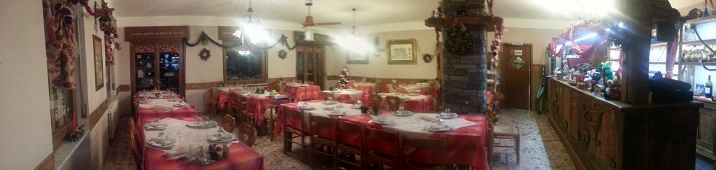Sala interna addobbata per le feste Natalizie