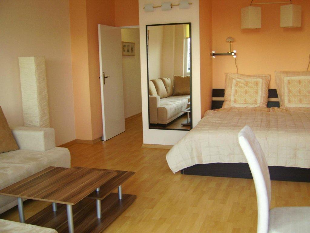 Nikol Apartments