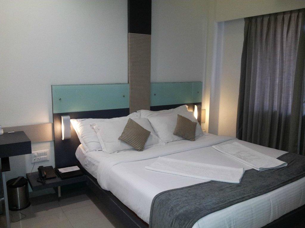 Skylark Business Hotel & Vista Rooms