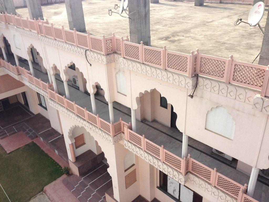 Amrapali Hotel