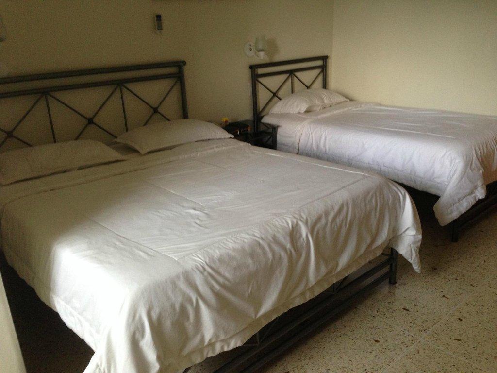 Hotel Plaza Las Acacias