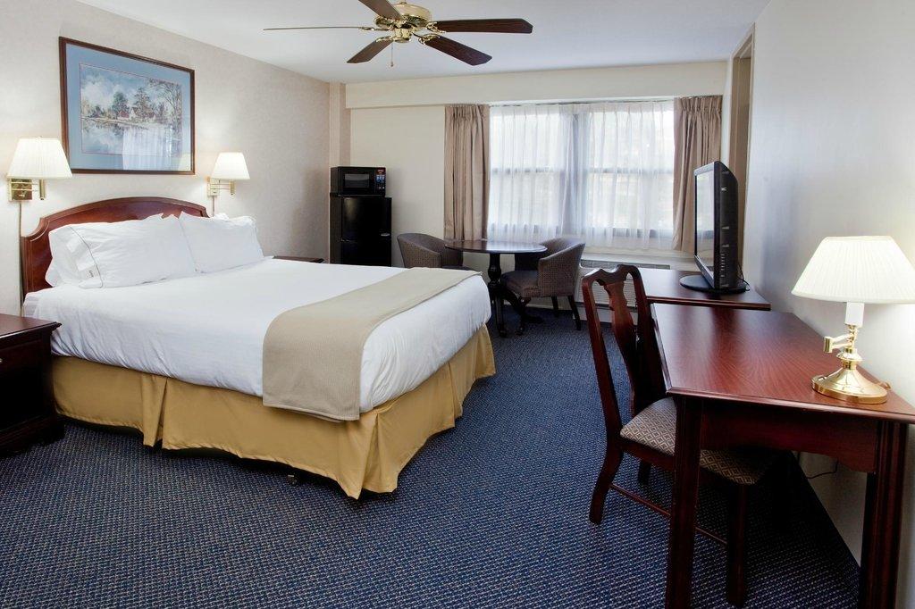 IHG Army Hotels of Fort Bragg, Moon Hall