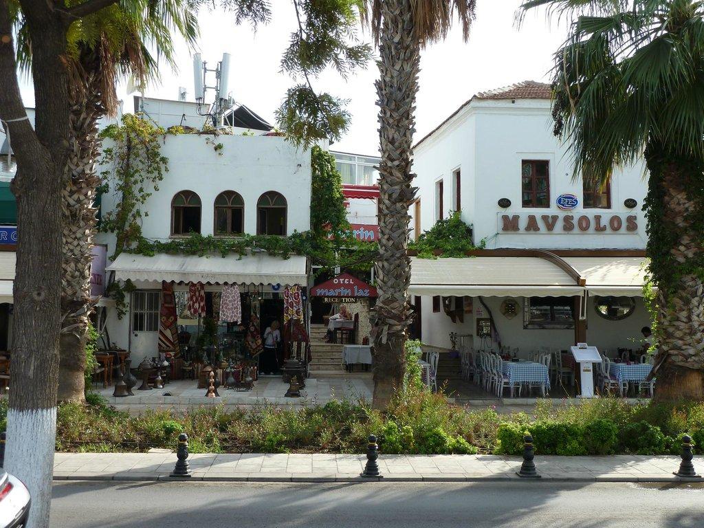 Marina Laz Hotel