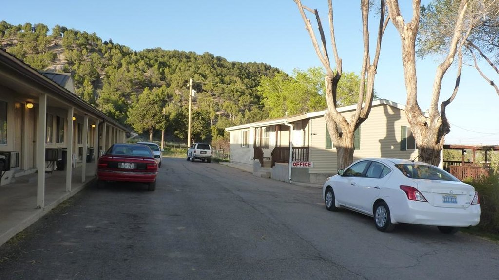 Crimson Hills Motel
