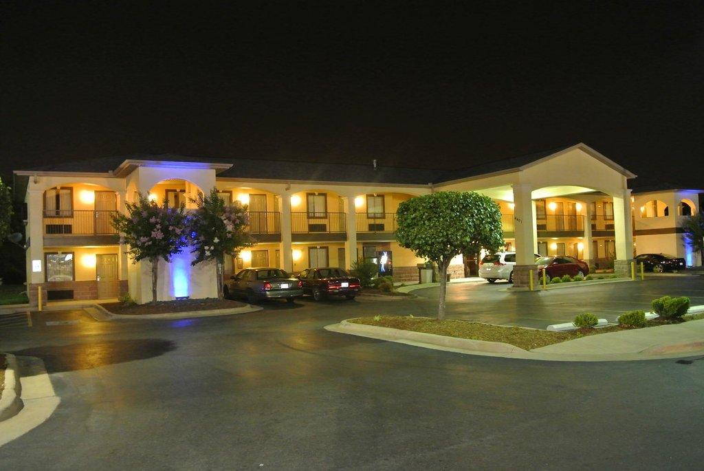 Americas Best Value Inn & Suites-University