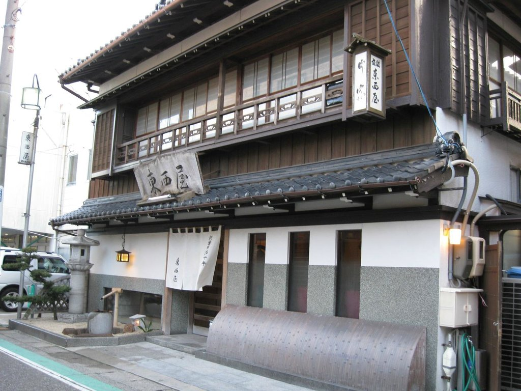 Tozaiya