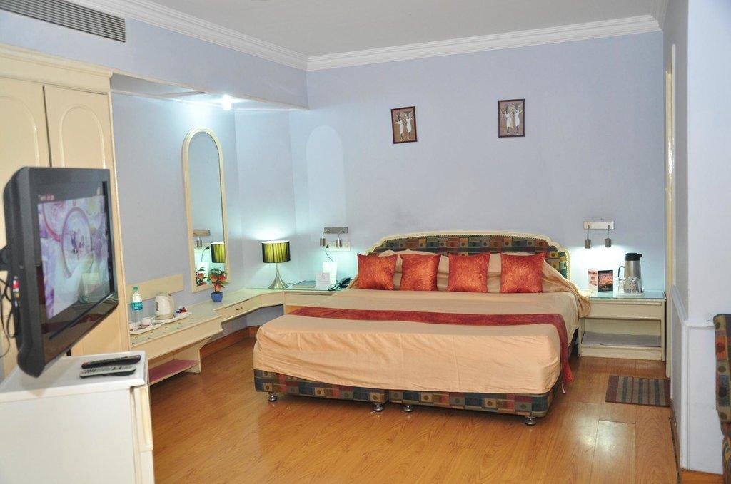 Hotel Surendra Vilas & Zo Rooms