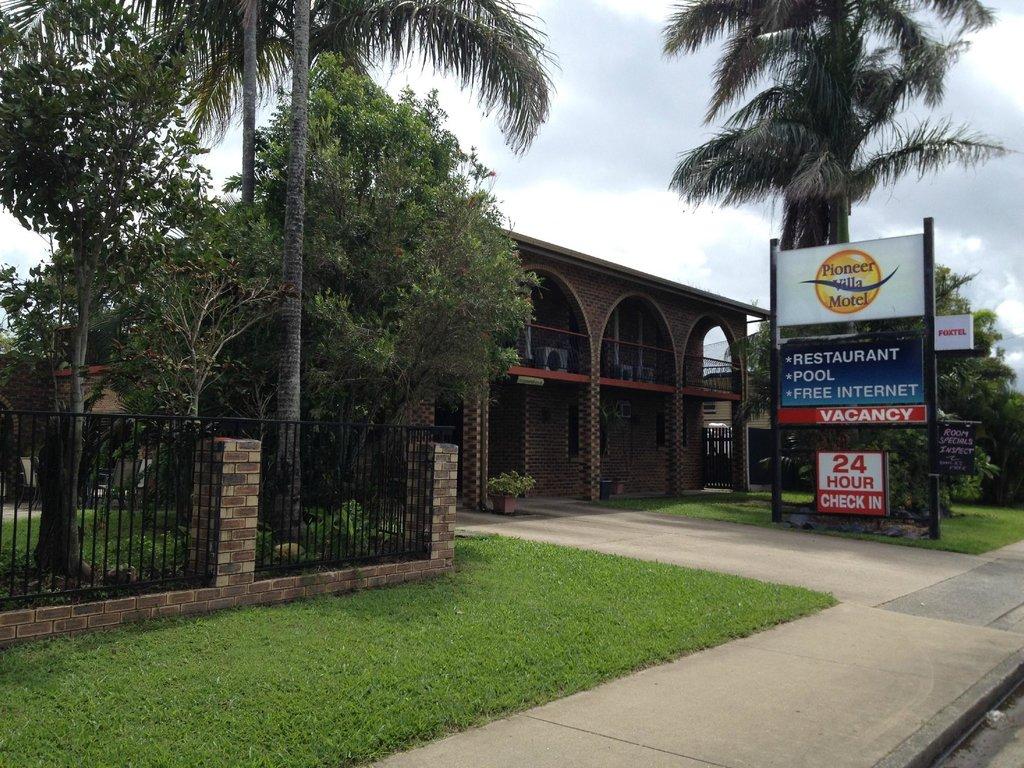 Pioneer Villa Motel