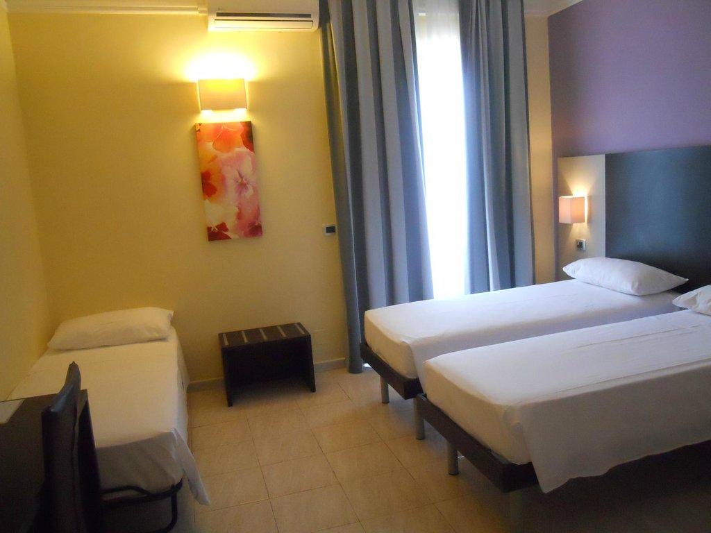イドリア ホテル