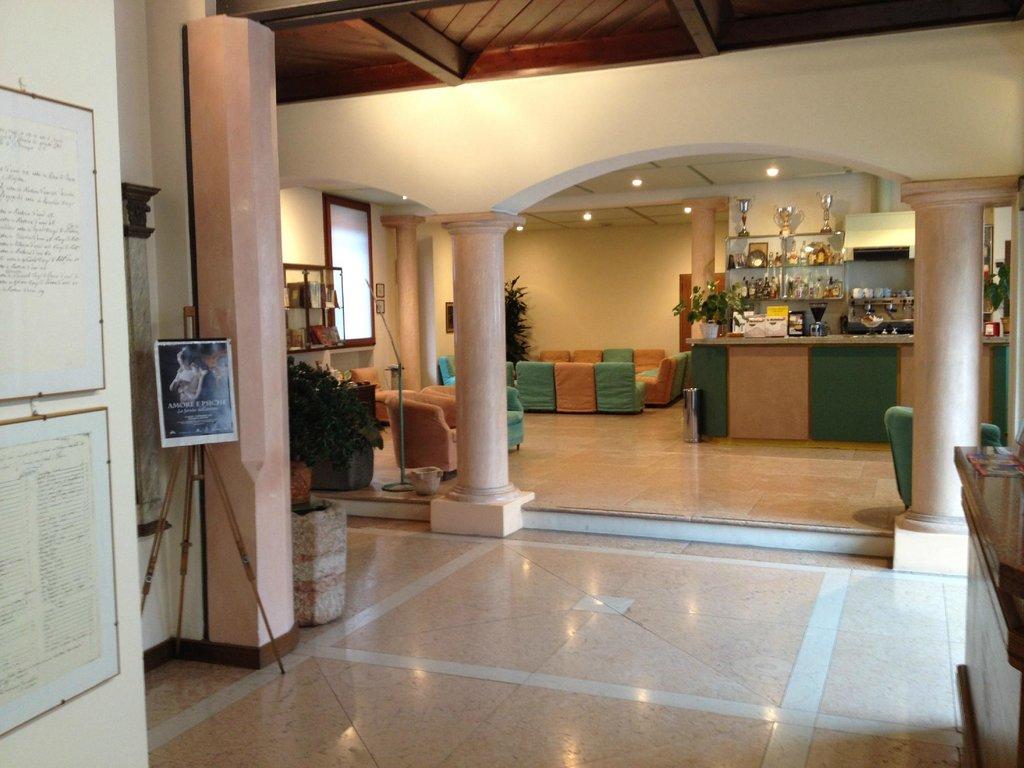 艾爾伯格比安奇斯塔奇歐內酒店