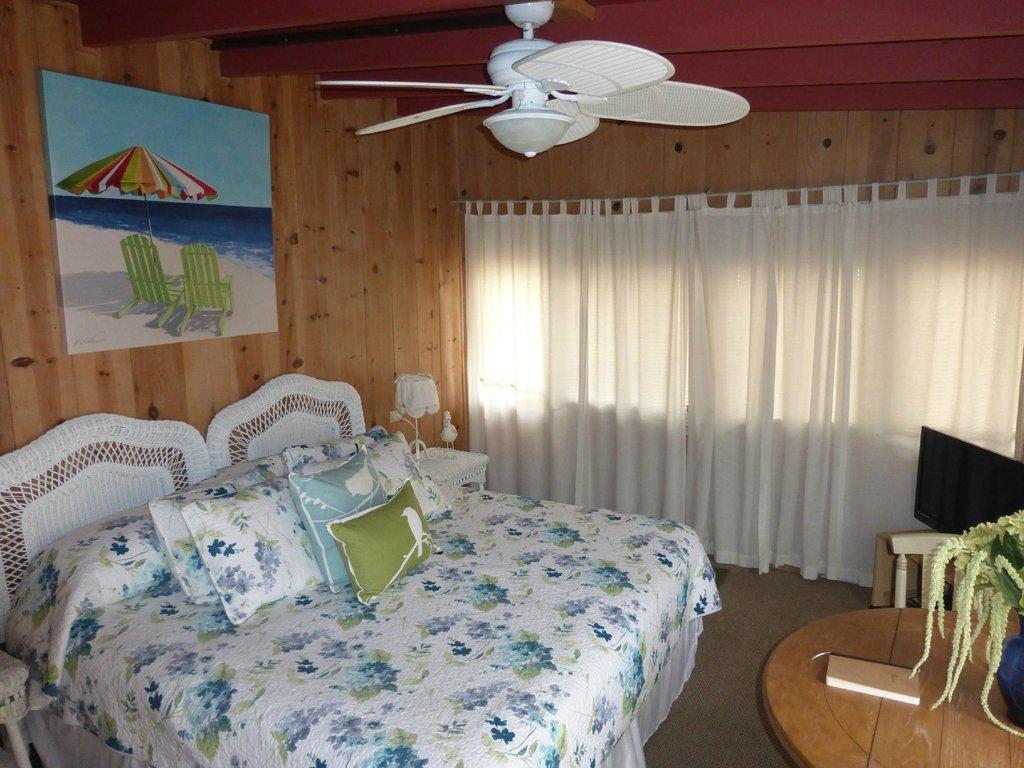 Redwood Hollow - La Jolla Cottages