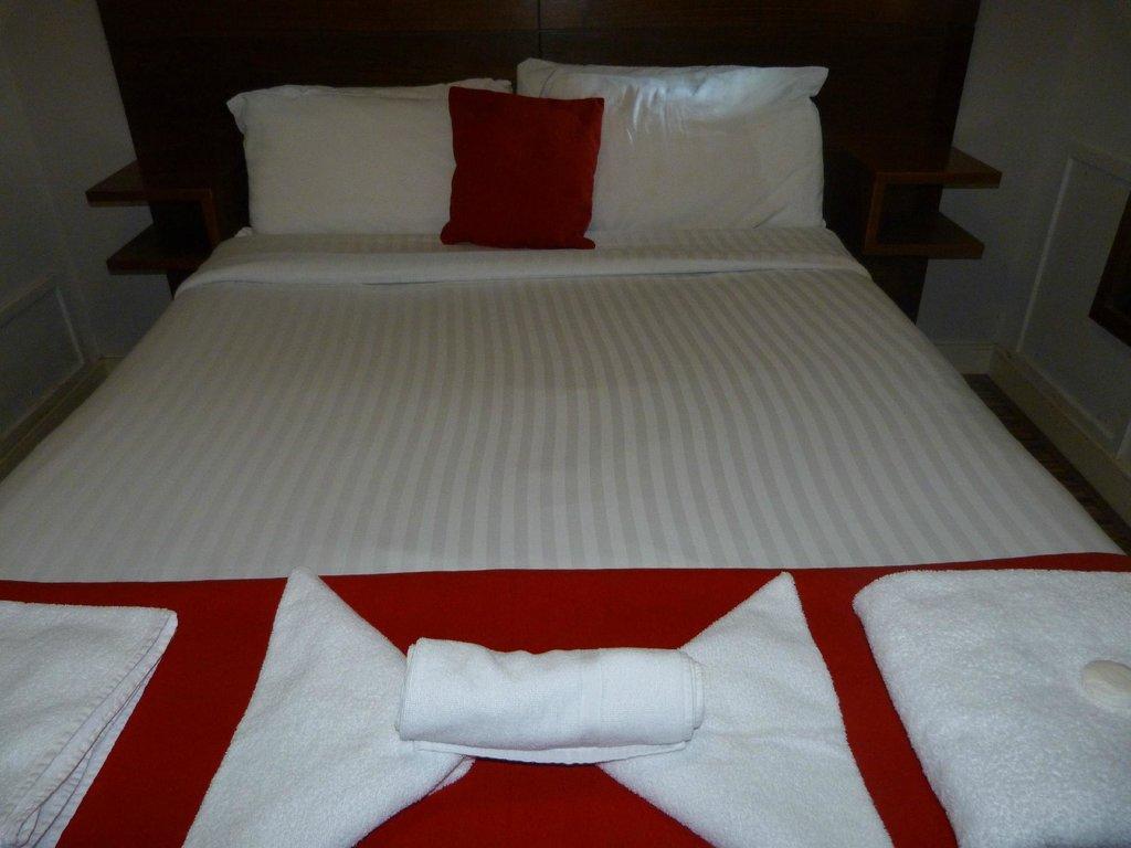 โรงแรมโคคูน @ อินเตอเนชั่นแนล อินน์