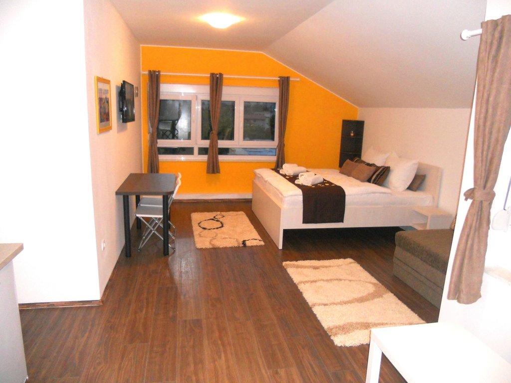 AppleLine Apartments