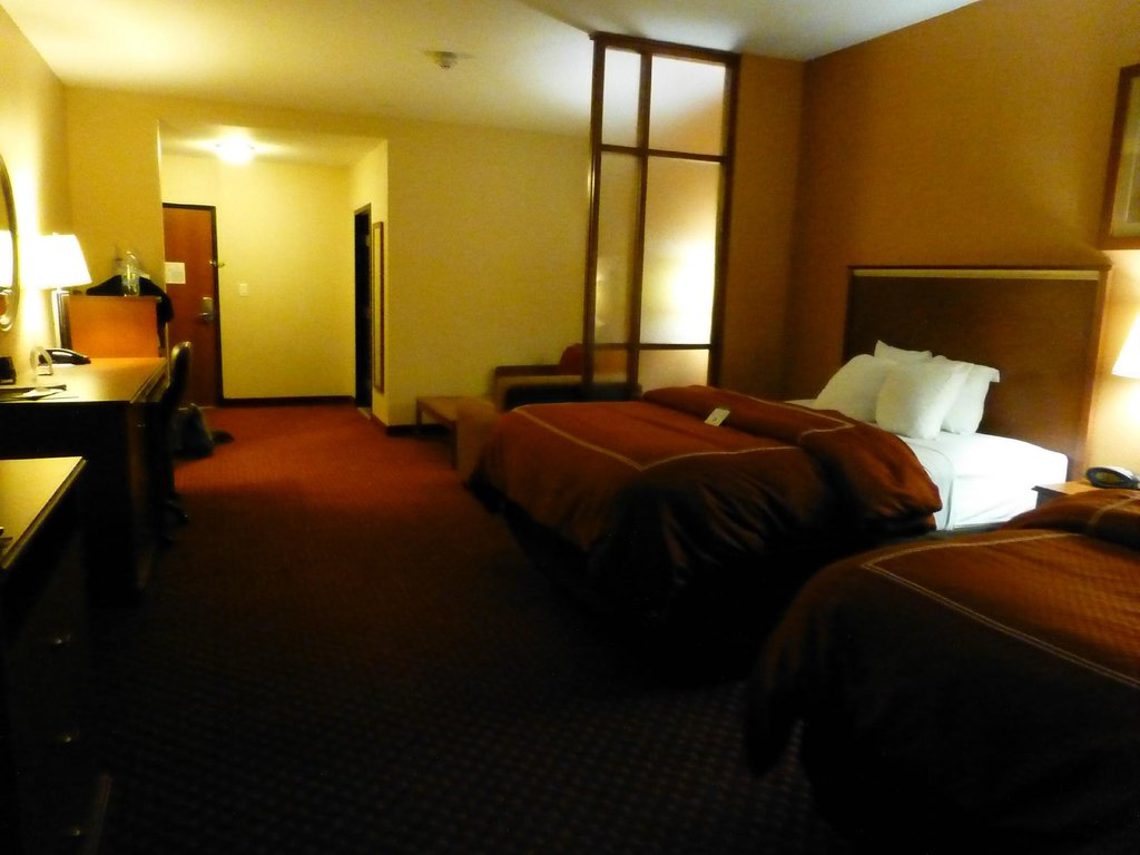 Comfort Suites Near Cedar Creek Lake