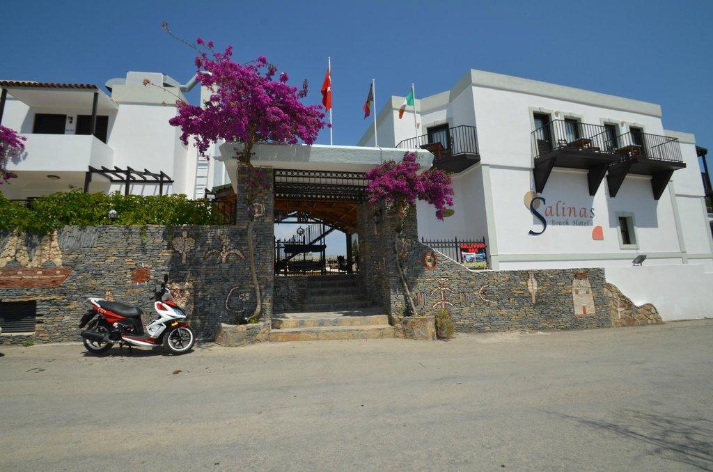サリナスビーチ ホテル
