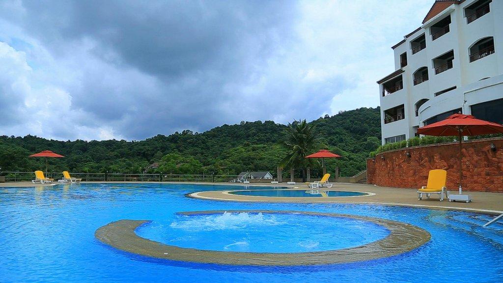 Sir James Resort Hotel & Golf Club