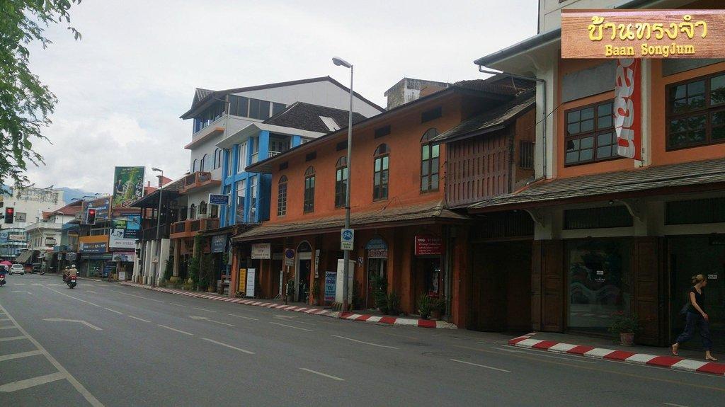 Baan SongJum Wat Ket