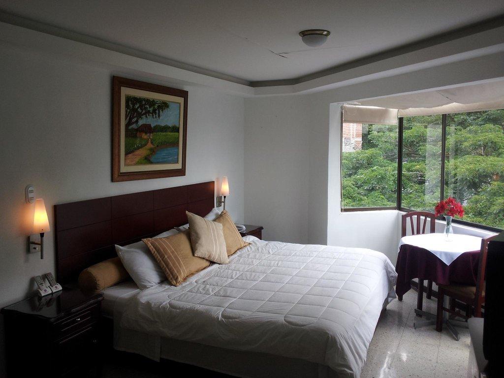 ホテル プラザ マヨール カリ