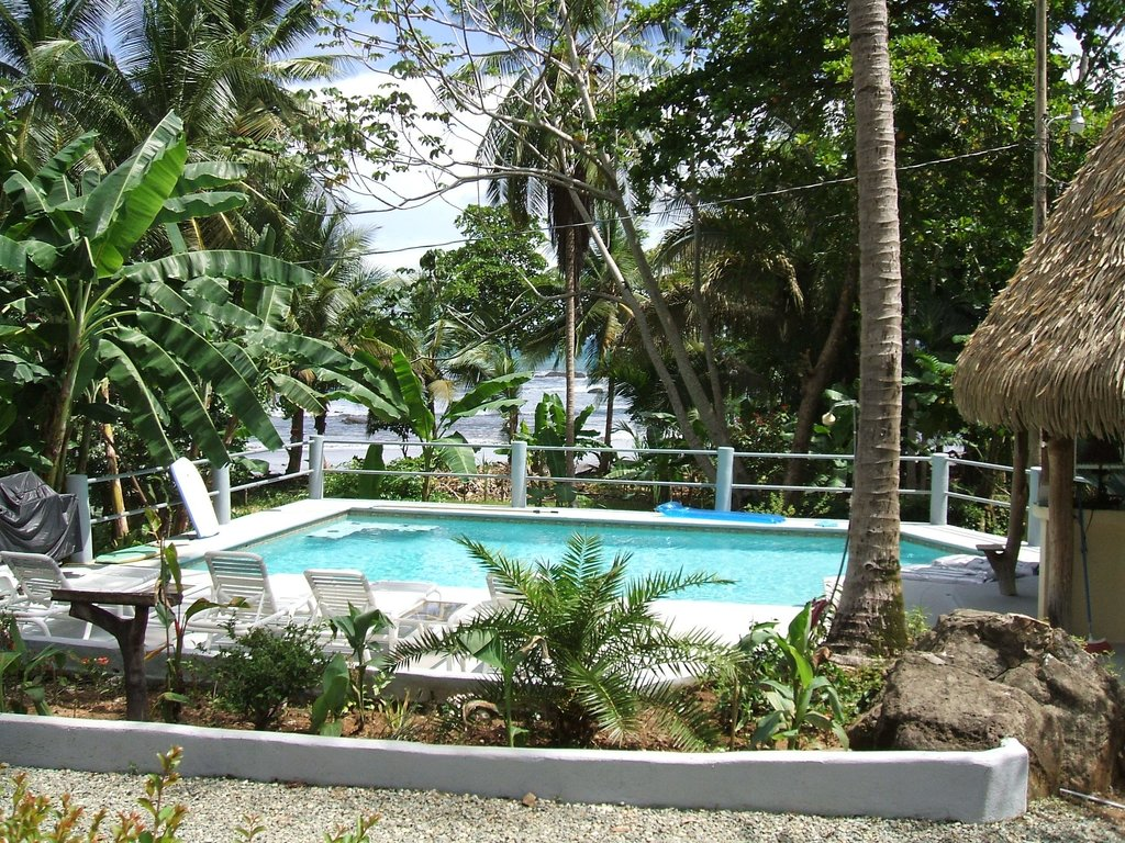 Coconut Grove Oceanfront Cottages